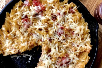 Pasta frittata made with eggs, tomatoes, fusilli, pancetta and Piave cheese.